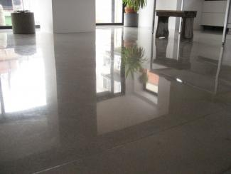 high shine polished residential floor picture.